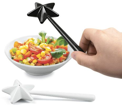 Cute idea for making dinner more exciting! Wand salt and pepper shakers.