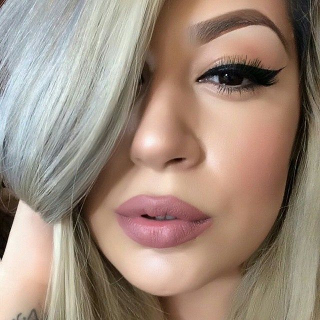 Love the simple eye paired with the Kylie Jenner-inspired lip. #makeup