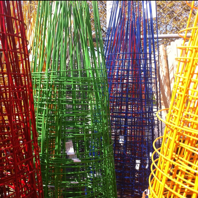 Colored Tomato Cages Garden Pinterest 400 x 300