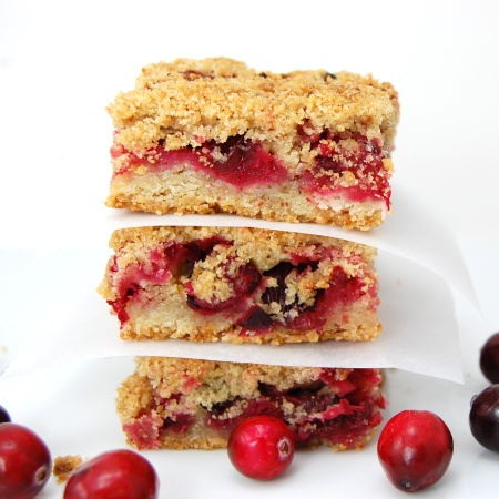 Cranberry Crumb Bars- add a scoop of Greek yogurt on top and there's ...