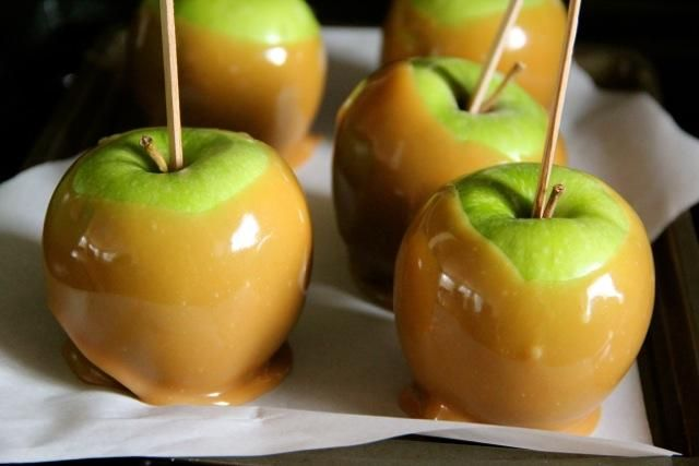 Halloween recipes caramel apples recipe halloween diy 39 s for Caramel apple recipes for halloween