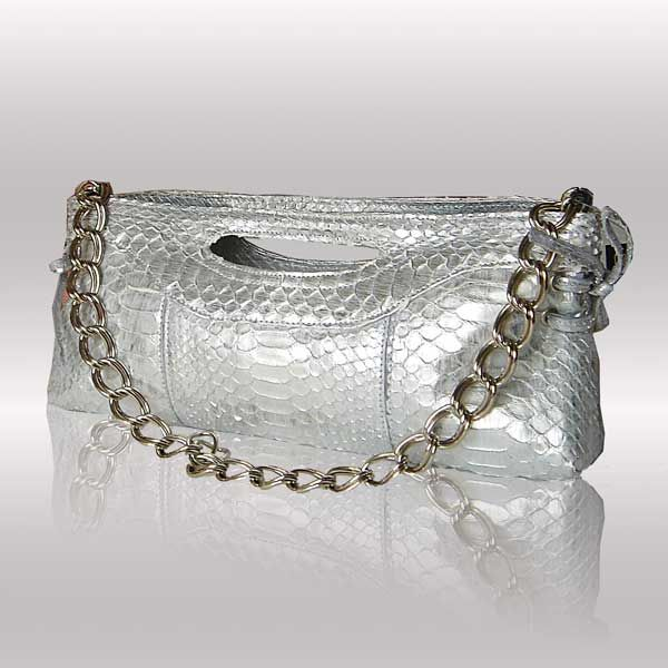 Silver handbags: everlasting charm and refinement | Fashion in the Bag