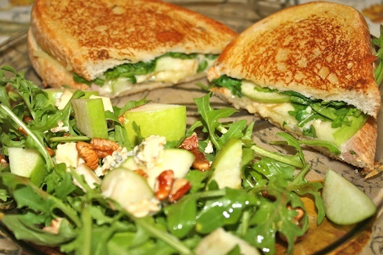 Green apple and bleu cheese salad   food   Pinterest