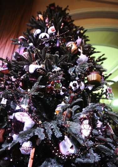 Purple And Black Christmas Tree Decorations : Black chrismas tree and purple trimmings xmas