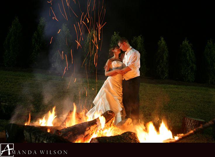 Backyard Bonfire Wedding : Planning a cozy & fun backyard wedding? Why not build some bonfires