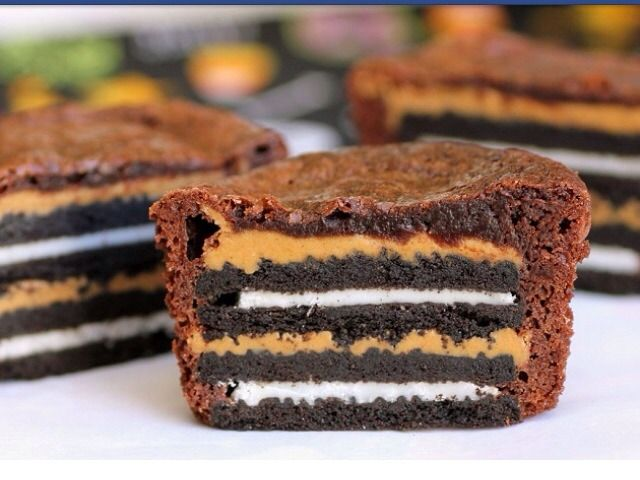 Oreo And Peanut Butter Brownie Cakes. http://t.trusper.com/Oreo-And ...