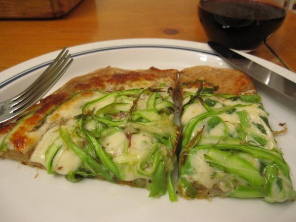 Shaved Asparagus Pizza-vegetariansalmon.wordpress.com