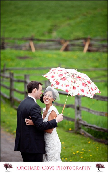 I kind of really love wedding photos with umbrellas.