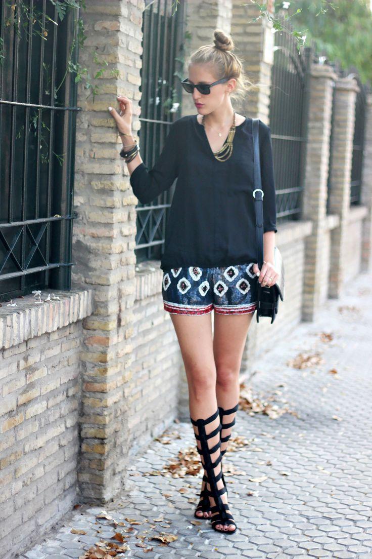 Gladiators sandals 30-7-2014  Camisa/ Shirt: Pull&Bear (s/s 14) Shorts: Zara (s/s14) Sandalias/ Sandalas: Marypaz (s/s 14)