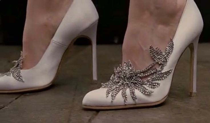 breaking dawn wedding shoes manolo blahnik