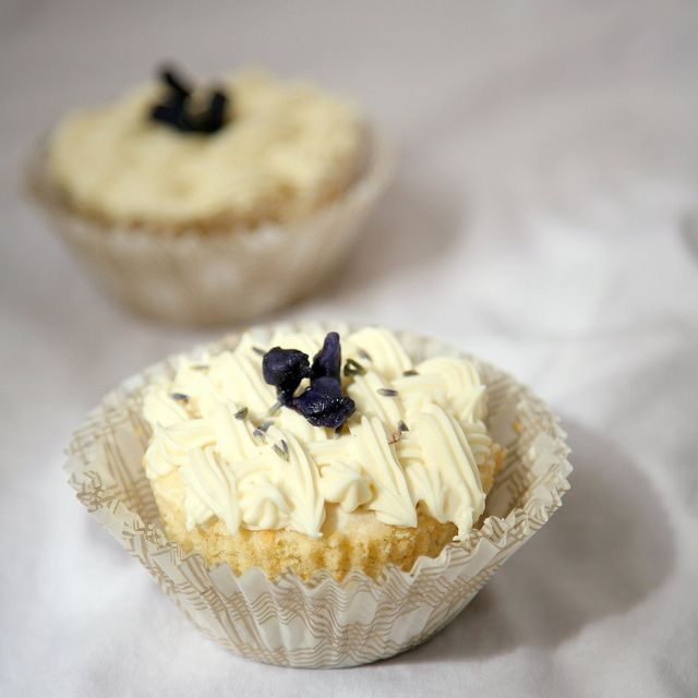 lavender cupcakes with honey frosting I think the honey frosting might ...
