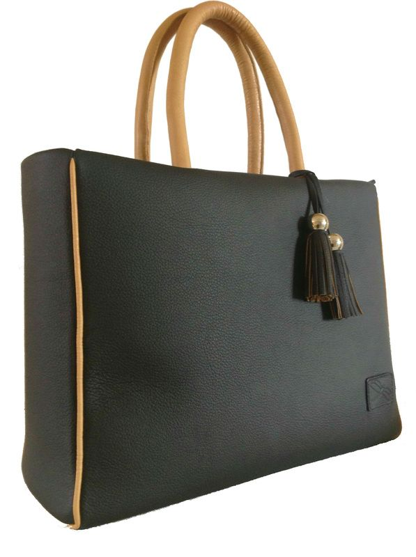 If you are shopping around for trendy wholesale handbags, we are your one stop online shop for unique and inexpensive wholesale designer handbags. Whether you are looking for wholesale fashion handbags or for other wholesale purses, we offer a wide variety of wholesale ladies handbags for all of your wholesale handbag needs.