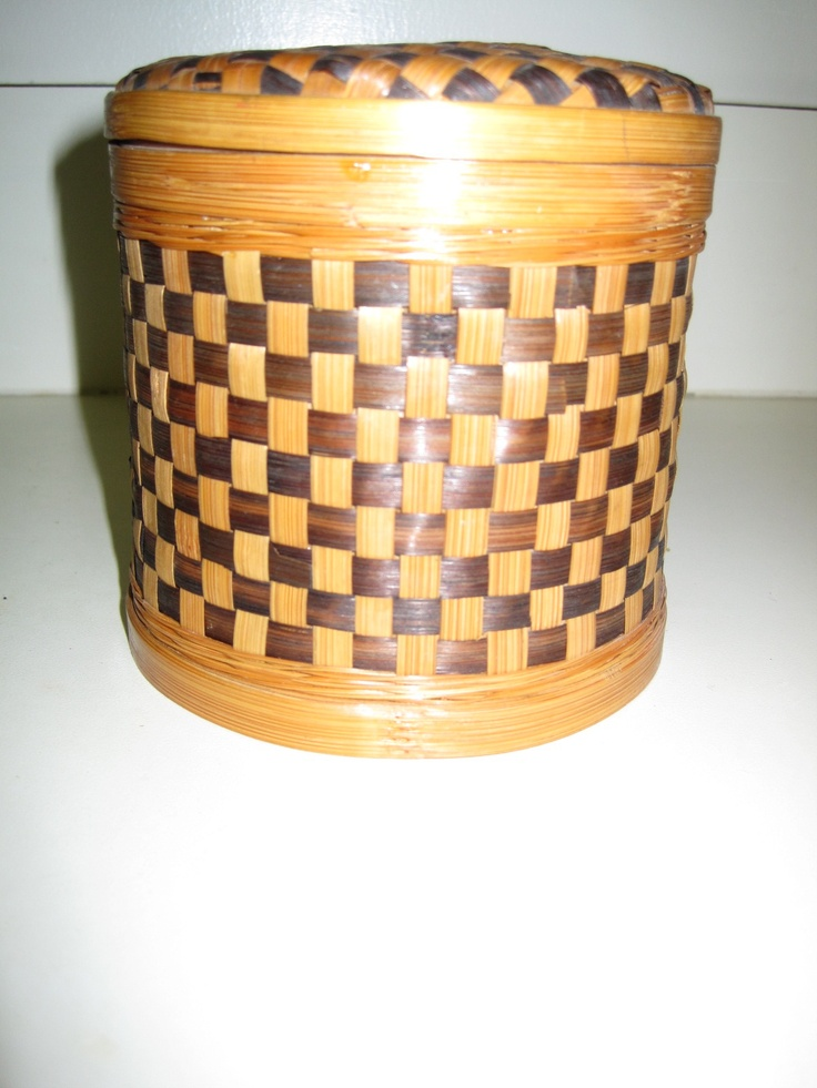 small checked wicker basket with lid design on a dime. Black Bedroom Furniture Sets. Home Design Ideas