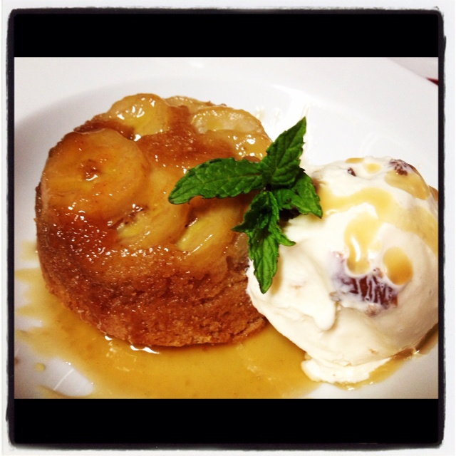 Bananas Fosters rum Cake with Rum Raisin ice cream - Amazing Dessert !