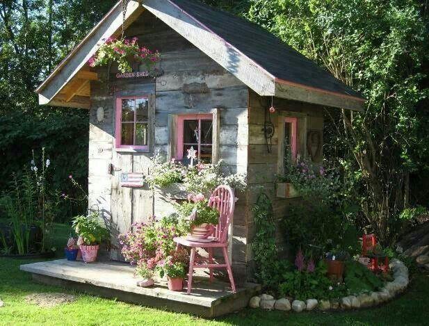 Shabby chic garden shed shabby shed garden sheds for Cooledeko de