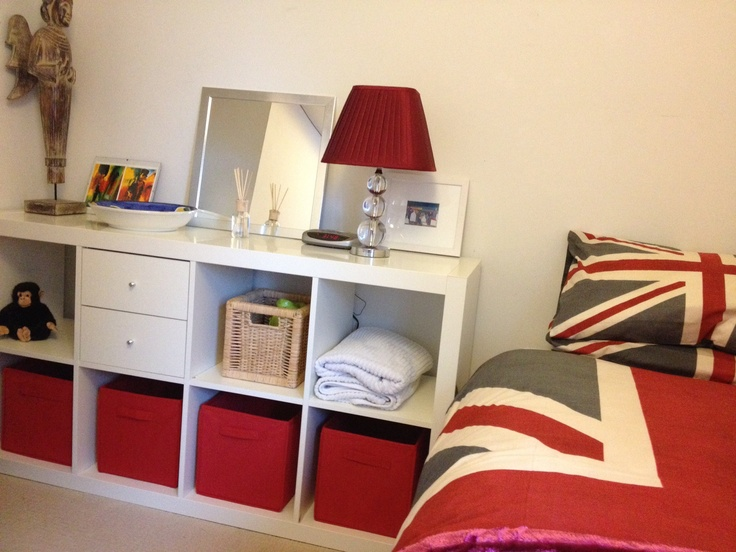 Eckbank Kunstleder Schwarz Ikea ~ room Ikea Expedit shelving unit with one set of drawers Red fabric