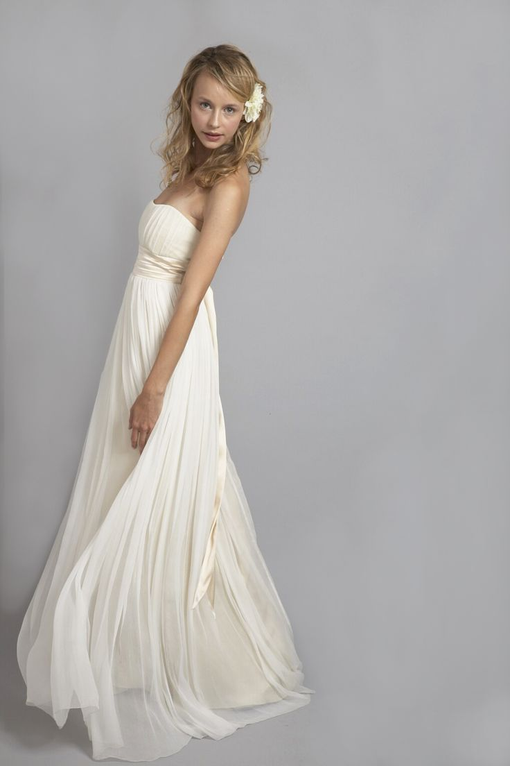 HB6764 l Endless yards of silk chiffon come together to ...