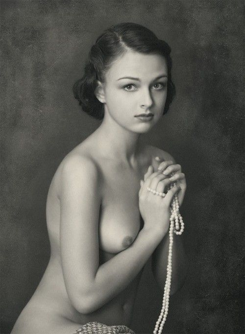 Vintage nude with pearls