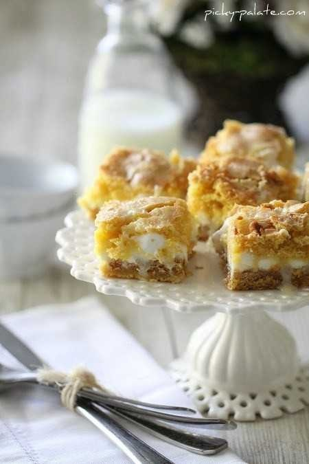 WHITE CHOCOLATE S'MORES GOOEY CAKE BARS | Food and Recipes | Pinterest
