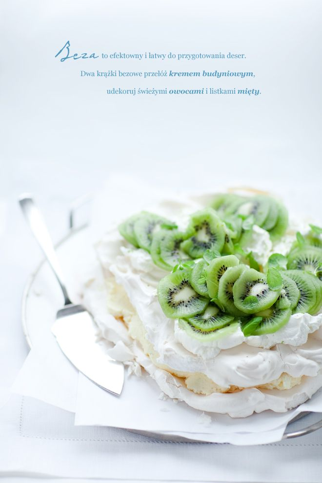 Meringue cake with cream and kiwi fruit pudding, with mint and lime