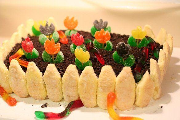 cake looks like garden with gummy worm