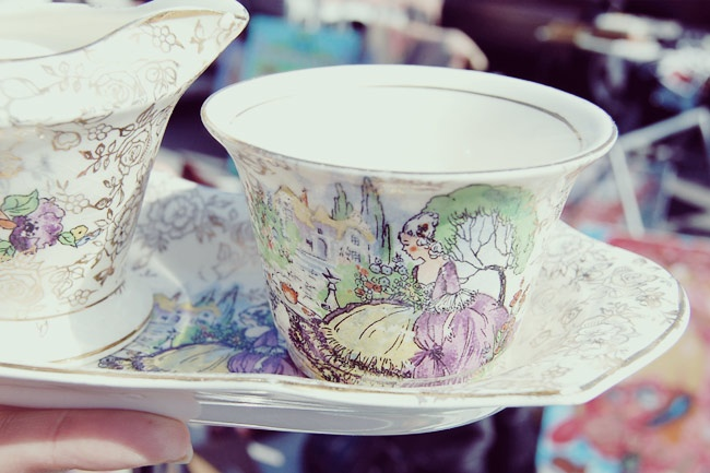 i adored this pretty vintage coffee creamer set, so marie antoinette!