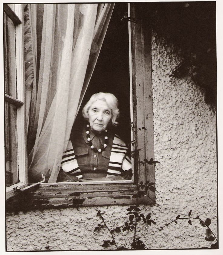 jean rhys Jean rhys was born in dominica, in the windward islands, in 1894, of a welsh doctor and a native-born creole she was sixteen when she was sent to school in england her first stories, collected in the left bank, were published in 1927 four novels in the twelve years before world war ii (quartet .