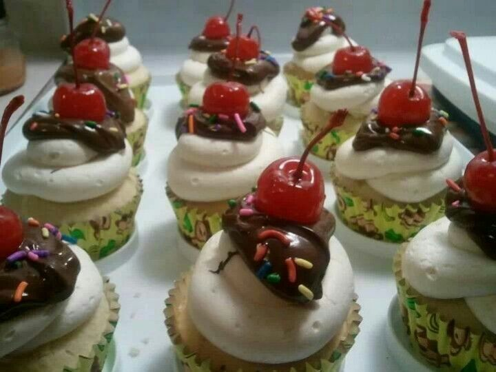 Banana split cupcakes! Banana cake filled with fresh pineapple purée ...