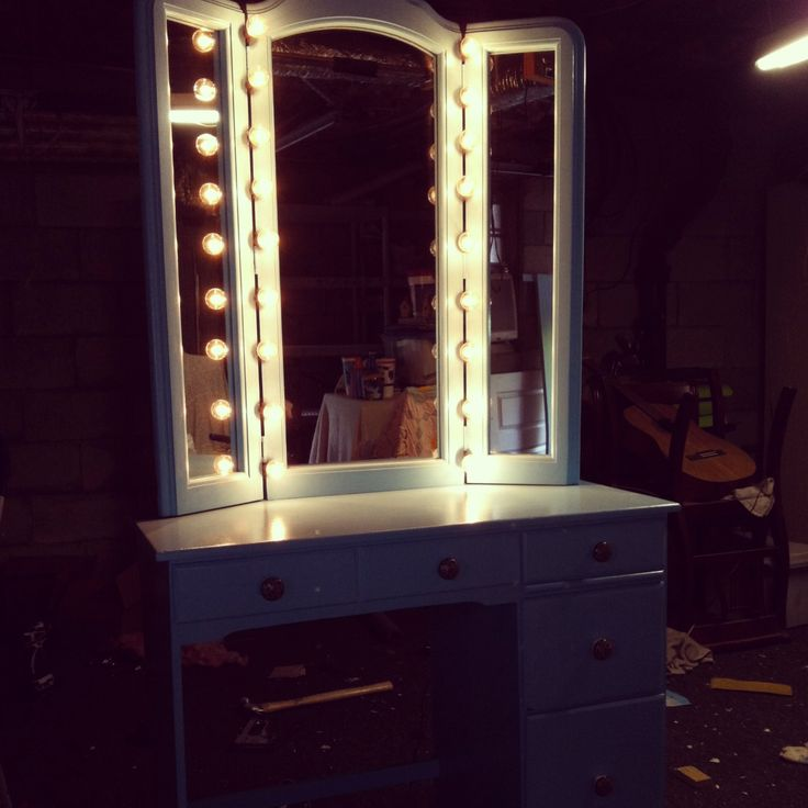 Homemade Vanity With Lights : Pin by MamaHornfrog DainaSmith on Furniture galor... Or color Pinte?