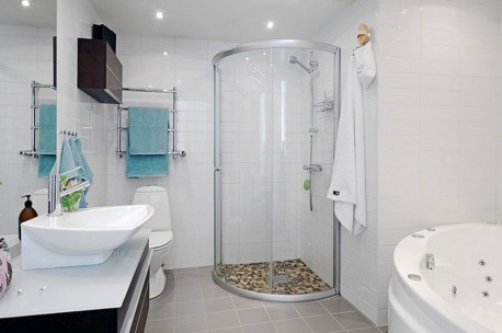 installation of the mirror will make your small bathroom feel spacious