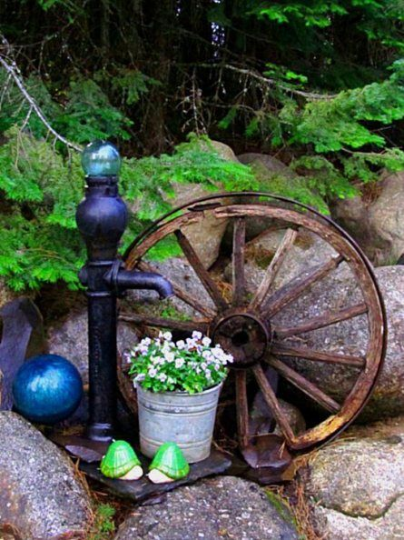 Garden vignettes pumps pinterest for Things to do with old wagon wheels