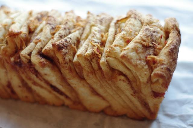 gluten-free cinnamon apple pull-apart bread