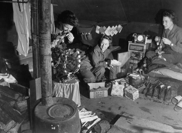Christmas Decorations During Ww2 : Pin by sian lile pastore on christmas