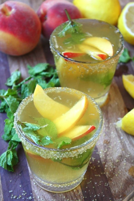 Sparkling Peach Sangria with Fresh Mint! A light, summery cocktail to ...