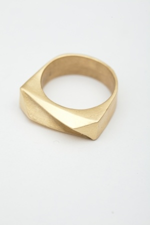 TomTom Matte Pyramid Ring