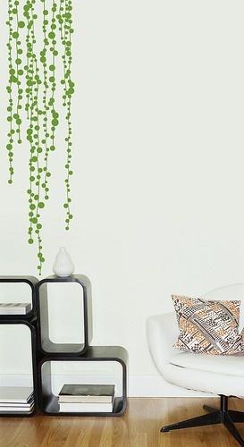 天井からグリーンの玉