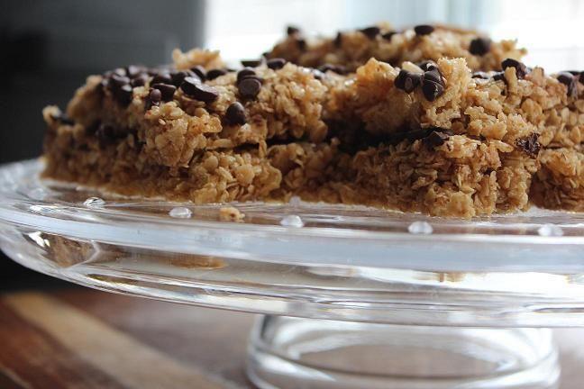 No bake chocolate chip granola bars | foodies like us | Pinterest