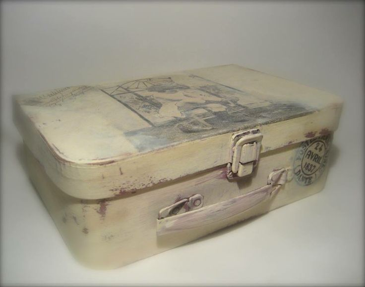 Vintage suitcase distressed pinterest for What to do with vintage suitcases