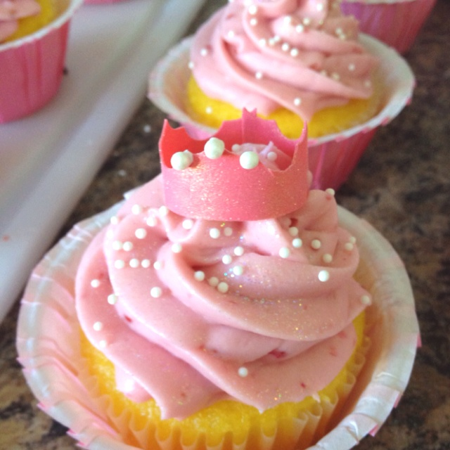 Lemon Cupcakes filled with Raspberry curd and topped with Raspberry ...