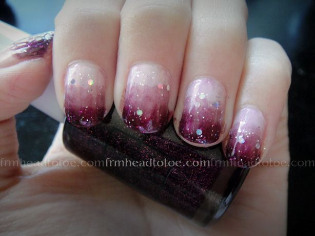 Awesome manicure, huh? (tutorial on the website : http://www.frmheadtotoe.com/2010/09/purple-gradient-nail-art-tutorial.html)