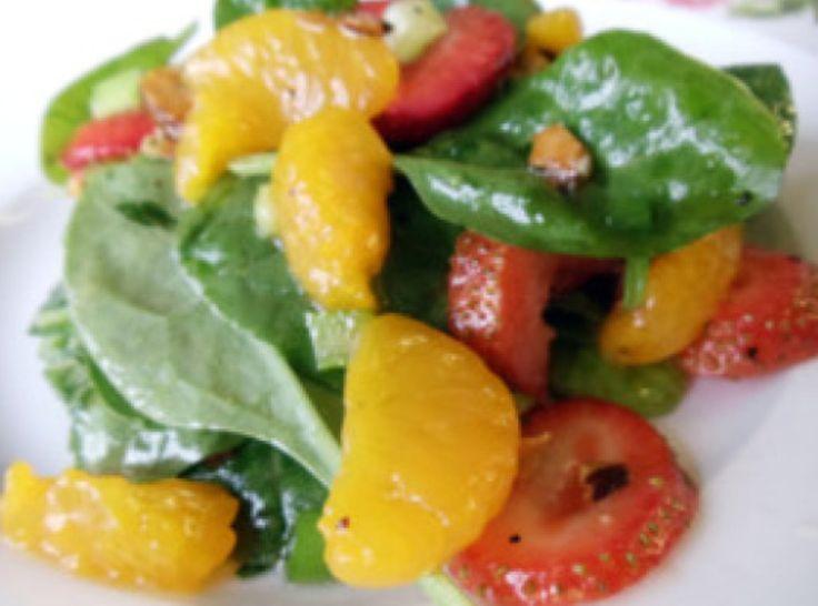 Mandarin Orange/Strawberry Spinach Salad | salads | Pinterest