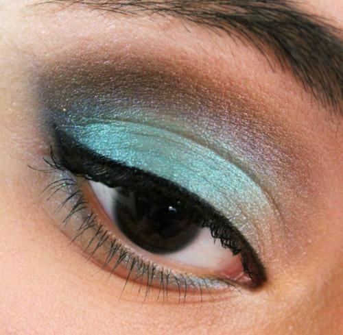 how to put eyeshadow on deep set eyes