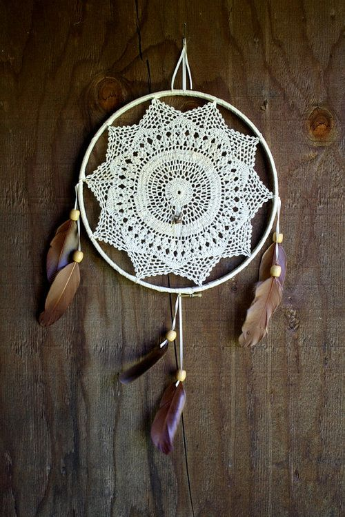 Cool dreamcatcher doily !