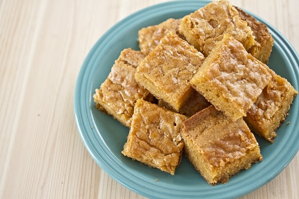 butterscotch blondies - crunchy outside, chewy inside