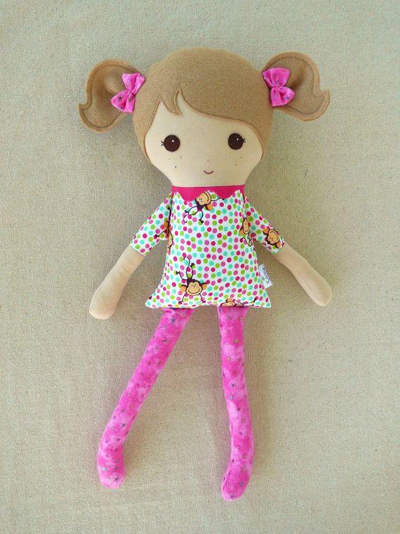 Ткань куклы Rag Doll Девушка в платье обезьяны.  $ 34,00, через Etsy.