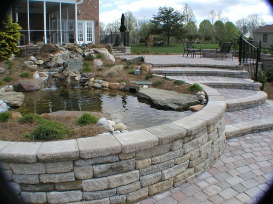 Retaining wall with pond outdoor inspirations pinterest for Construction piscine 91