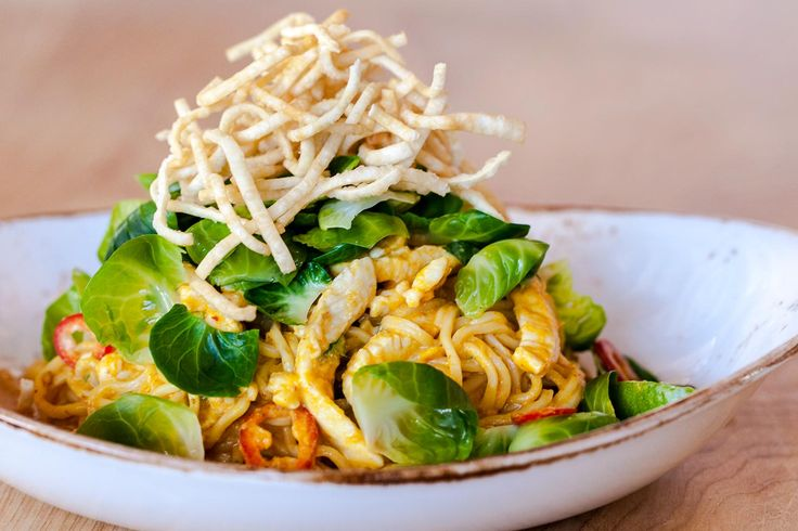 Chiang Mai Curry Noodles with Chicken | P. F. Chang's Mmm ... Try this ...