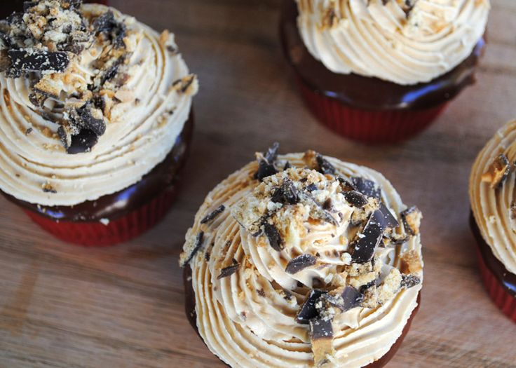Tagalong Chocolate Peanut Butter Cupcakes: Sweet shortbread crust ...