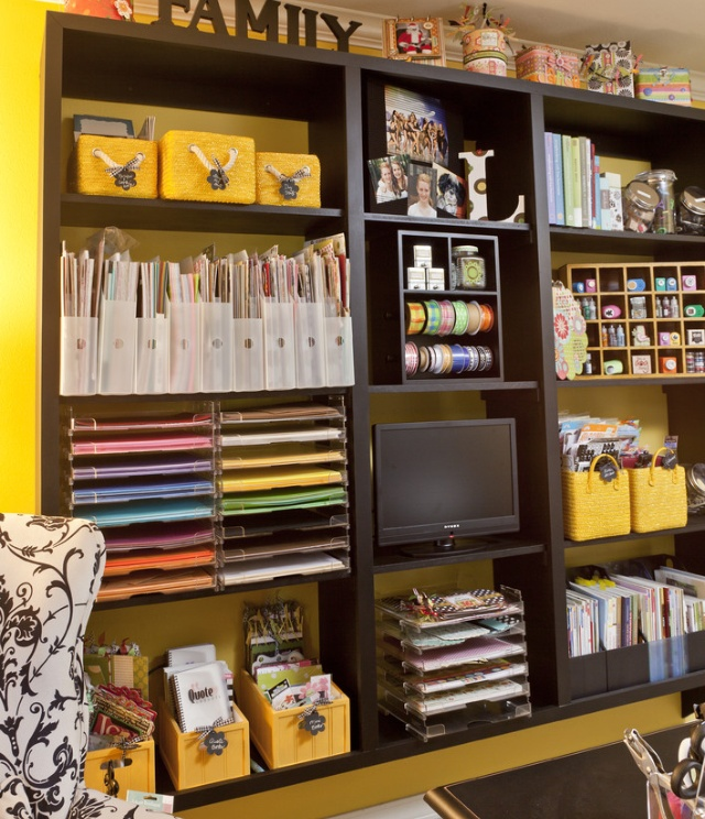Great use of modular shelves to make a crafting center.  #CraftRoom