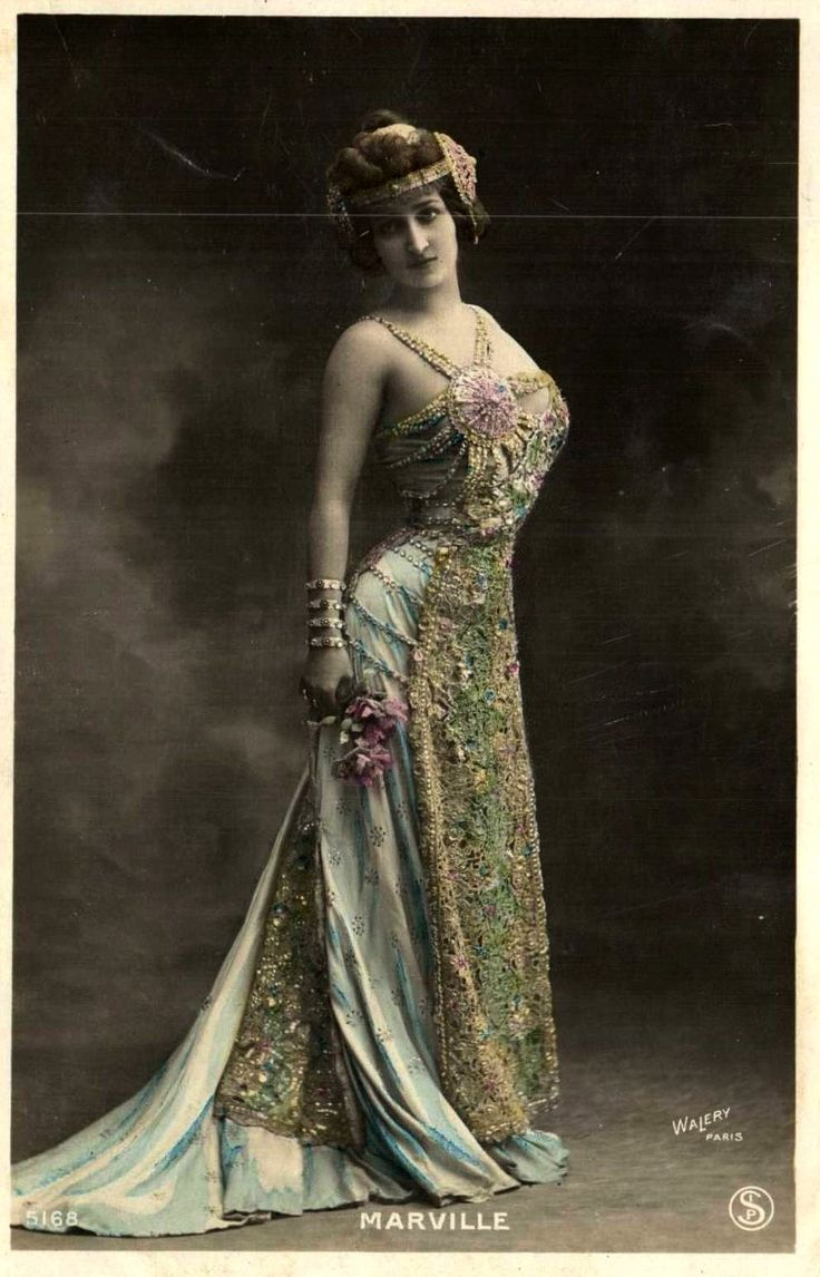 vintage lady in costume. Beautiful!!!